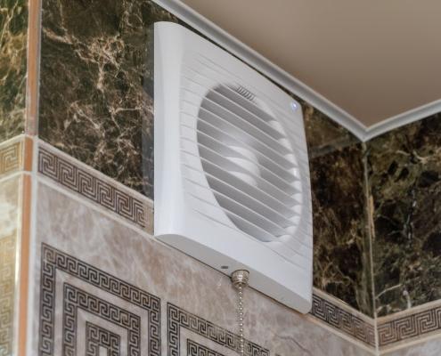 La ventilation d'une salle de bain sans VMC